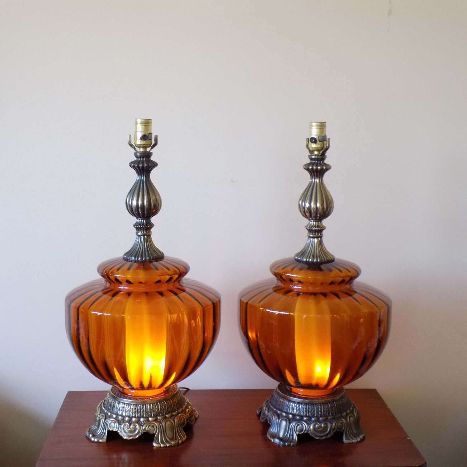 large mid century amber glass globe table lamps 3 way light. Black Bedroom Furniture Sets. Home Design Ideas