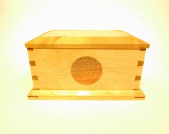 Keepsake Box in Maple and Mahogany