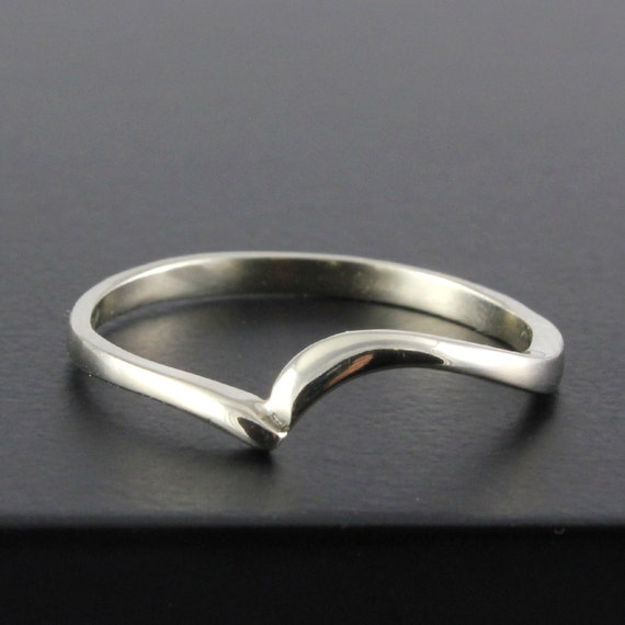 Simplistic Bands: 14K Gold Band Swirl Design Band Wedding Ring Simple Band