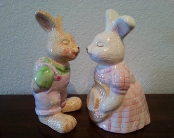 Ceramic Bunny Rabbit Couple Puckering Up