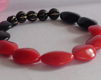 Beaded bracelets.Red and black bracelet.Stretchy bracelet.Women's/Girl's jewelry.Women's /Girl's bracelet.