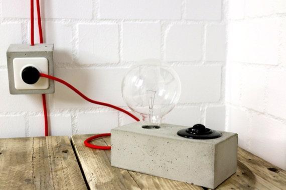 luminaire en b ton lampe de table lampe industrie par. Black Bedroom Furniture Sets. Home Design Ideas