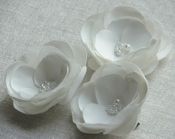 Set of 3 ivory hair flowers Ivory hair clips Ivory hair flower Wedding ivory flowers 2 inch ivory flower Bridal hair flower Ivory headpiece