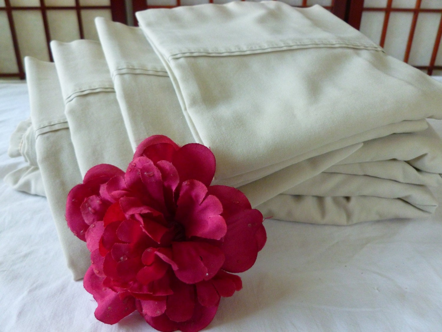 vintage queen size sheet set with 4 pillow cases in ivory. Black Bedroom Furniture Sets. Home Design Ideas