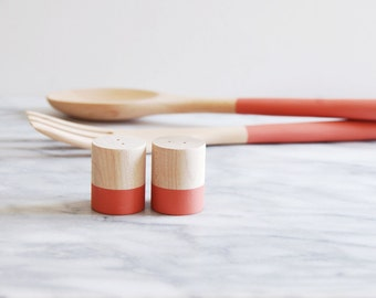 Terracota Maple Wood Mini Salt and Pepper Shaker Set | Wedding Table Salt and Pepper | Wedding Favors | Kitchen Decor | Hostess Gift