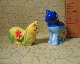 Happy Art CATS Kittens kitty cat kitten - set of 2 - French Feve Feves Figurine Tiny Miniature W108