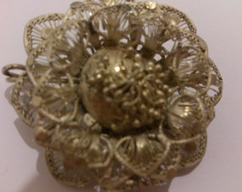 Vintage filligree silver flower design brooch
