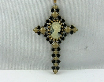 Magical CROSS pendant from old rhinestones with glass-gem from Gabonz / Jablonec (from the 30s / 40s) reinstalled. Approx. 5 cm. VINTAGE