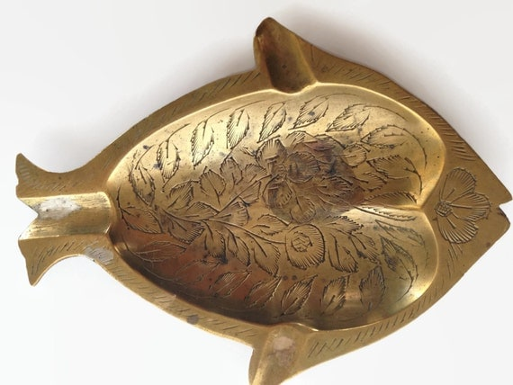 Vintage brass fish ashtray etched metal bar decor