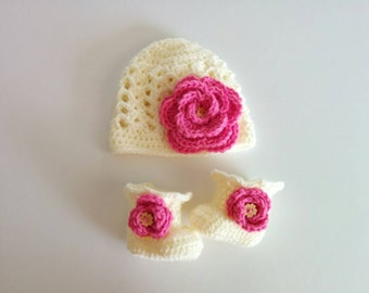 Ivory baby girl beanie and booties set / girl flower beanie / baby girl booties / photoprop / shower gift