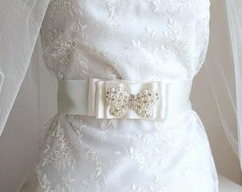 Brooch Bridal Sash, Butterfly Brooch Sash, Ivory Satin Sash, Prom Jeweled Sash, Wedding Gown Sash, Ivory Prom Sash, Butterfly Sash Belt