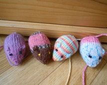 Mouse cat toys - Homemade knit amigurumi mice - Tiny stuffed animal mouse - Set of 4 mini dolls - Knitted washable toys - Gift for pets