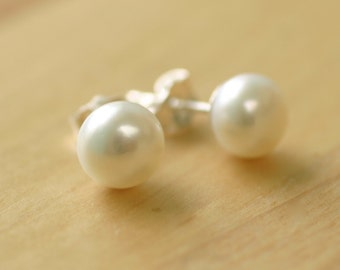 Pearl stud earrings, freshwater pearl earrings, pearl bridesmaid earrings, pearl studs - Beth