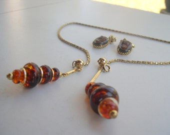 a Synthetic Amber cameo Earrings and a matching Golden Synthetic Amber Necklace