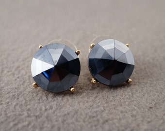 Vintage Traditional Style Yellow Gold Tone Blue Glass Stud Style Pierced Earrings Jewelry      K