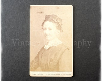 Carte de Visite CDV Photograph of an Old Woman - A. & G. Taylor of London