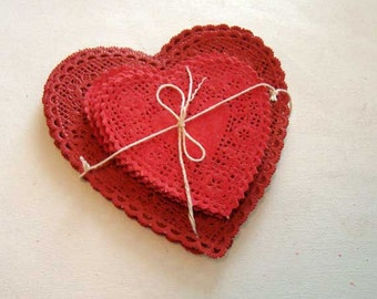 Vintage Royalies red heart paper doilies, set 0f 70, 4 inch paper doilies, 6 inch paper doilies, red heart paper doilies