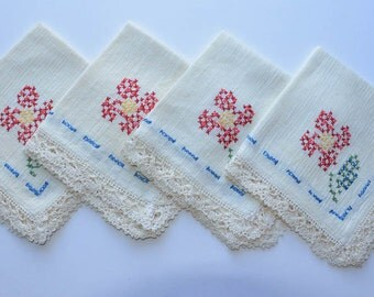 Vintage Linen Luncheon Napkins Vintage Cross Stitch Napkins Set of 4 Embroidered Napkins Crochet Lace