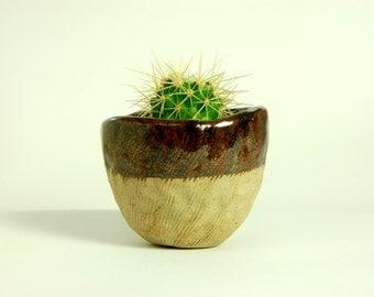 ceramic planter. planter. small planter. Handmade pottery container.ceramic pot.pottery. glazed ceramic pot.decorative plant pot. clay pot.
