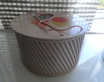 Vintage sewing basket.