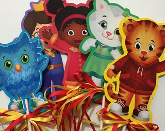 x7 Daniel Tiger's Neighborhood Inspired Centerpieces with ribbons