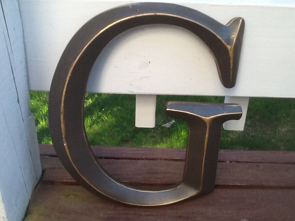oil rubbed bronze large initial capital letter wall decor can. Black Bedroom Furniture Sets. Home Design Ideas