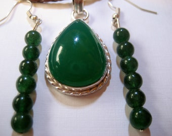 205- JEWELRY SALE: Green Teardrop Agate Pendant & Dangle Earrings, Green Agate Dangle Earrings, Emerald Earrings, Emerlad Teardrop Pendant