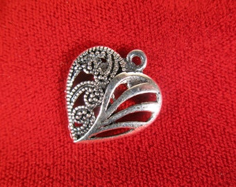 """10pc """"heart"""" charms in antique silver style (BC431)"""