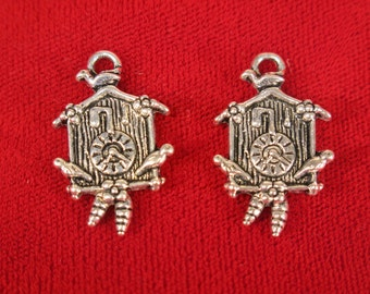 """5pc """"Cuckoo clock"""" charms in antique silver style (BC549)"""