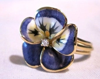 Vintage 18K Yellow Gold Enameled Ring With Diamond