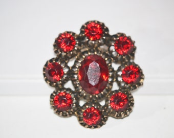 Vintage 1940s Era Faceted Red Rhinestone in Gold Tone Pin Brooch