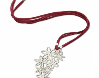 Beautiful Flowers Pendant for contemporary woman