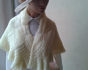 "Very nice small shawl or scarf in wool, pastel yellow, handmade, ""1950s""."