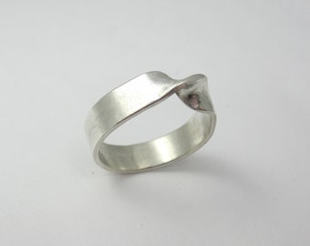 Sterling Silver Mobius Ring|Eternity Ring|Recycled Argentium Sterling Silver|Eco Friendly|Ethical