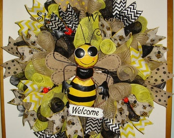 Bumble Bee Welcome Burlap and Mesh Wreath, Bumble Bee Wreath, Welcome Wreath