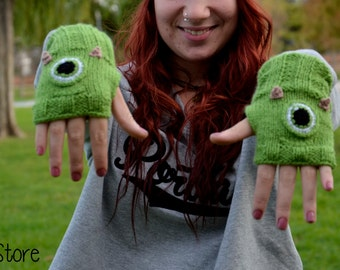 Mike Wazowski mittens. Monsters S.A.