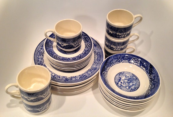 Blue Willow China Set 28 pieces // vintage