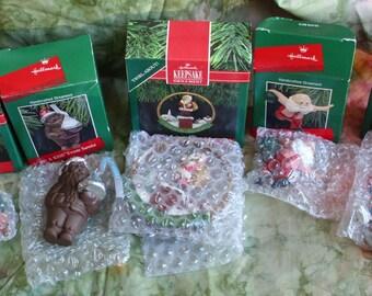 5 vintage HALLMARK ornaments 1980 s 1990 s   SANTA CLAUS different images Cute Lot A
