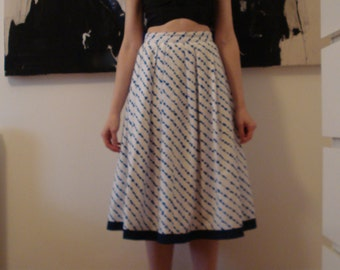 80s full maxi pleated white skirt with blue pattern XS