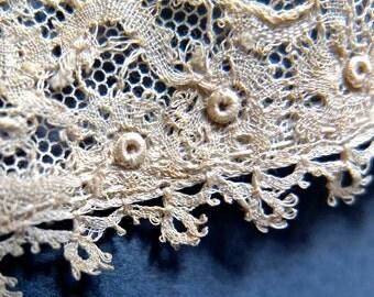 Antique lace / vintage needle lace jabot / original lace cravat / vintage lace collar