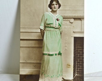 Old Photo Postcard of Theatre Actress Gladys Cooper, Vintage Postcard of Sepia Photography with Edwardian Stamp