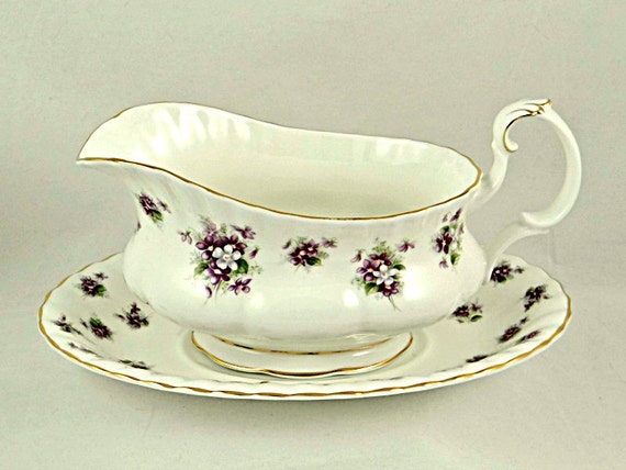 royal albert sweet violets sauciere mit englischen porzellan. Black Bedroom Furniture Sets. Home Design Ideas