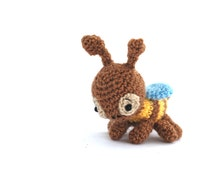 crochet bee, miniature bee, tiny bee, amigurumi bee, little collectible animal, little insect, stuffed bee, cute bee, amigurumi doll