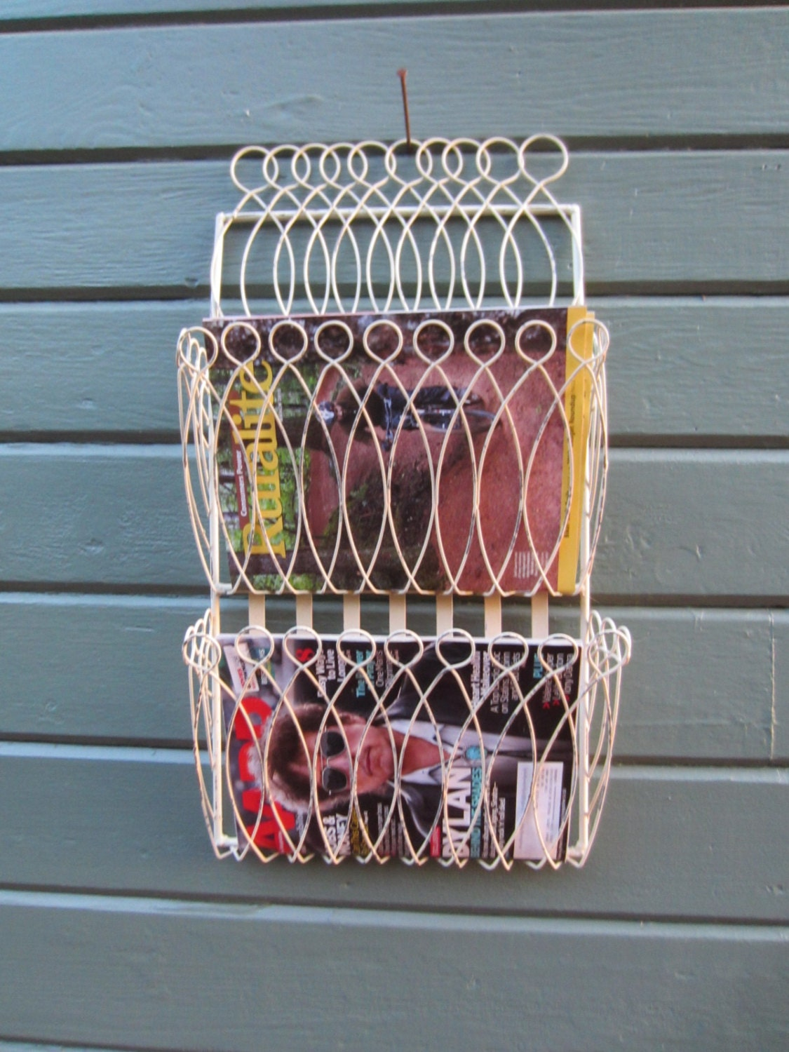 vintage wall mount wire magazine rack mid century shabby chic. Black Bedroom Furniture Sets. Home Design Ideas