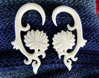 4 gauge Bone White Lotus Flower Earrings 5 mm -  Bone 5mm 4 gauged White Lotus Earrings - 5 mm Bone Earrings - White Gauge Earrings *C031