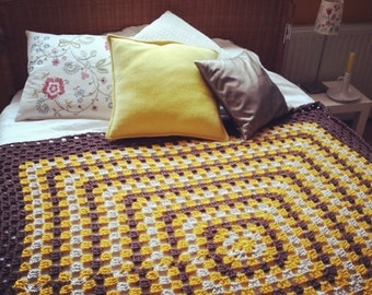 Soft and warm crochet mega-granny, to use as a blanket, bedspread, plaid, or .... fill but!