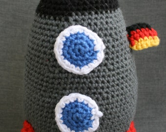 Crochet, crochet space ship, spaceship, crocheted rocket rocket
