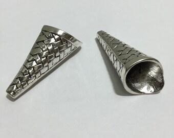 B16 Cone Beads (2pc)