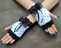 Elegant Lolita harajuku sweet Burlesque Glamour short GLOVES spotted, dotted, dot, swhite and black with adorable bow