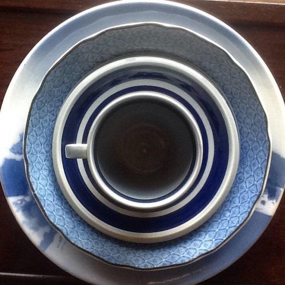 mix and match dinner set mismatch china blue white china. Black Bedroom Furniture Sets. Home Design Ideas